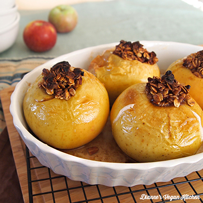 Vegan Cinnamon-Oatmeal Baked Apples