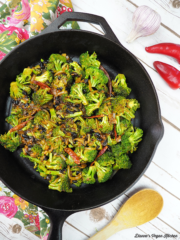 Broccoli with Fermented Black Bean Sauce in the pan