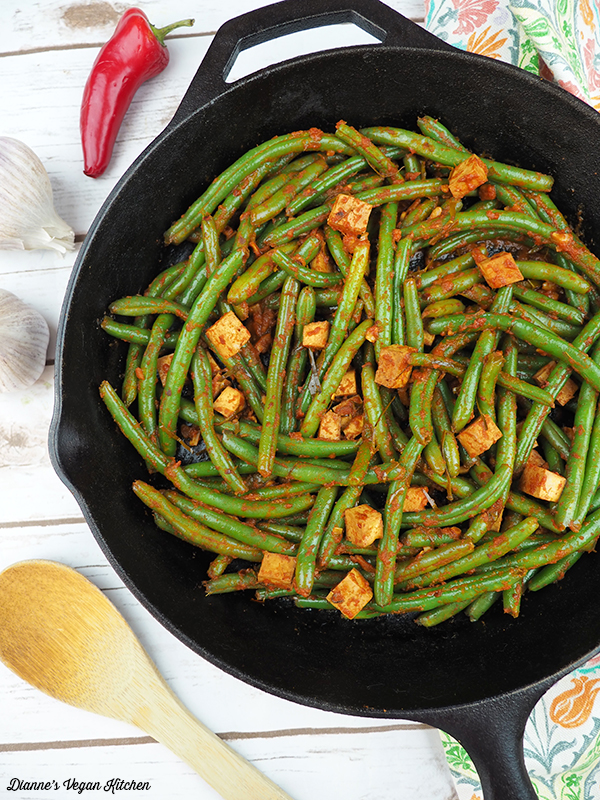 Thai-Style Red Curry Green Beans in skillet