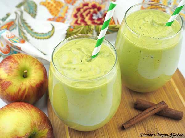 vegan apple pie smoothies in glasses with apples and cinnamon sticks