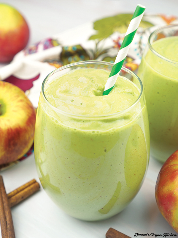 vegan apple pie smoothie close up