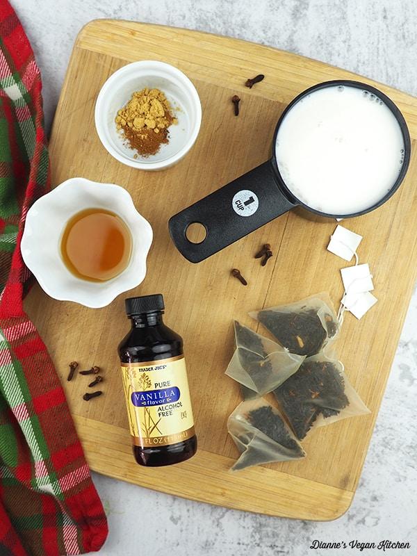 Gingerbread Tea Latte ingredients
