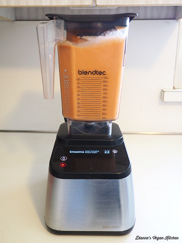 Smoothie mixing in blender