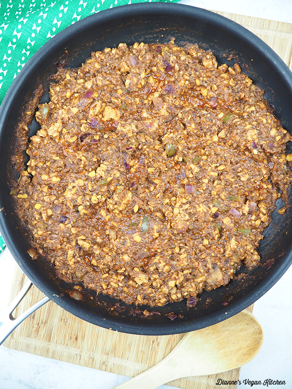 vegan sloppy joe filling in pan