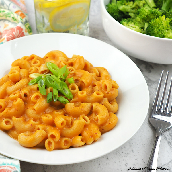 Cheesy Macaroni with broccoli square