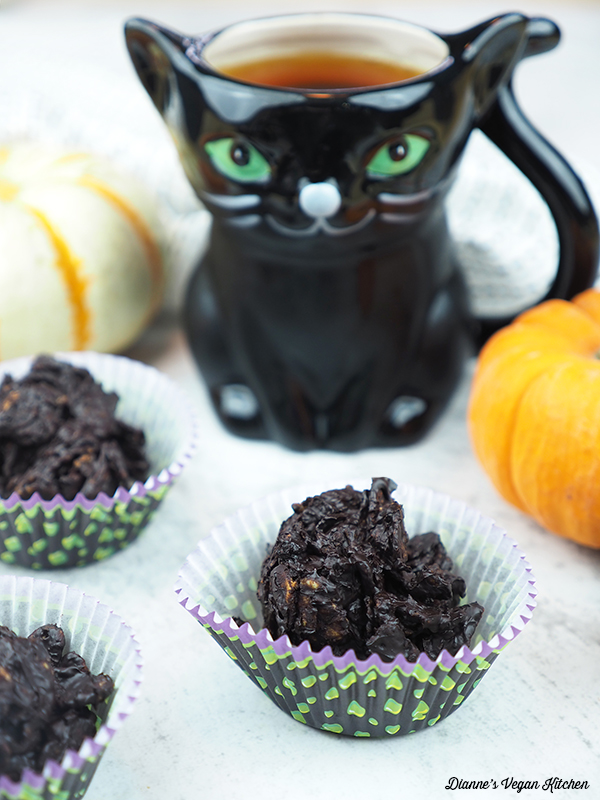 crackles with halloween cat mug