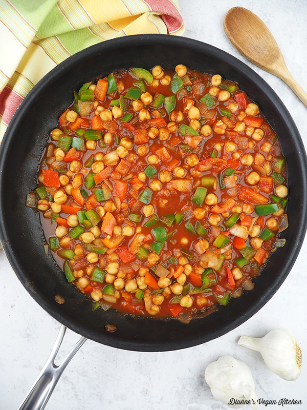 cooking chickpeas and peppers