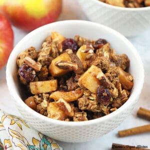 close up of bowl of apple crisp