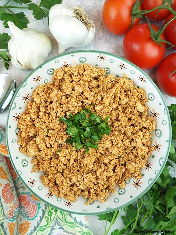 bowl fo chorizo with garlic and tomatoes